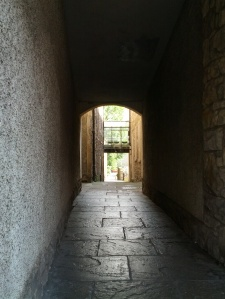 "One of the many delightfully mysterious ""closes"" of Edinburgh's old town."